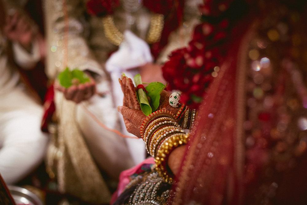 into-candid-photography-hindu-wedding-mumbai-ks-35.jpg