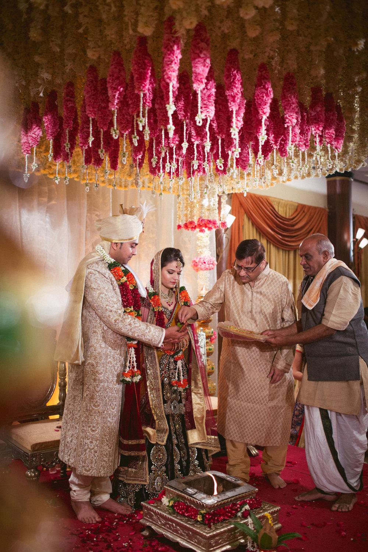 into-candid-photography-hindu-wedding-mumbai-ks-38.jpg