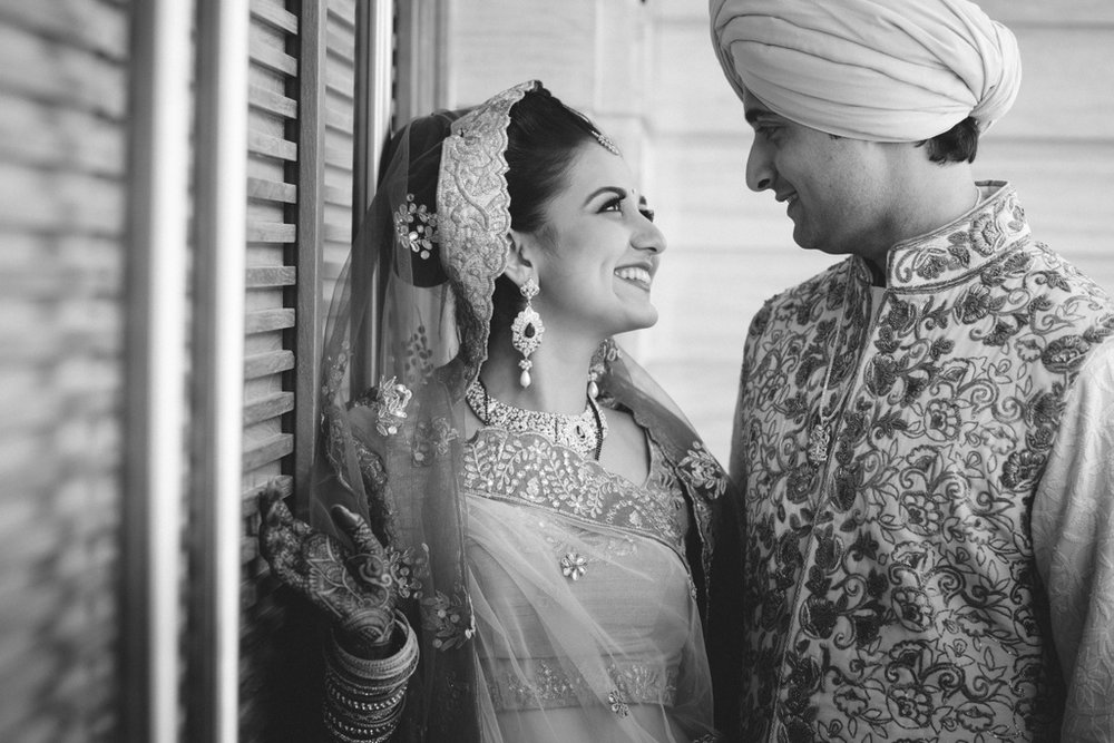 destination-wedding-photography-dubai-into-candid-gurudwara-rv-000.jpg