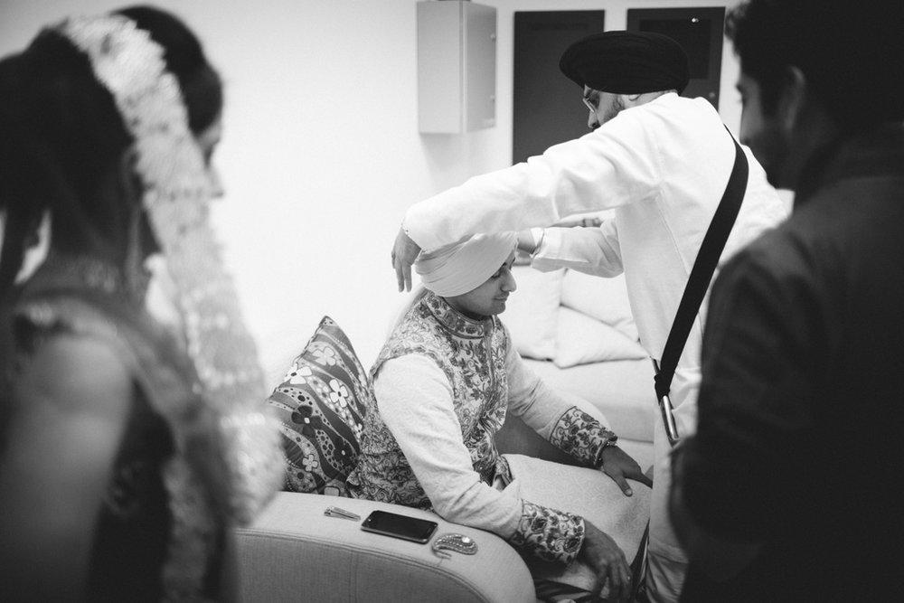 destination-wedding-photography-dubai-into-candid-gurudwara-rv-033.jpg