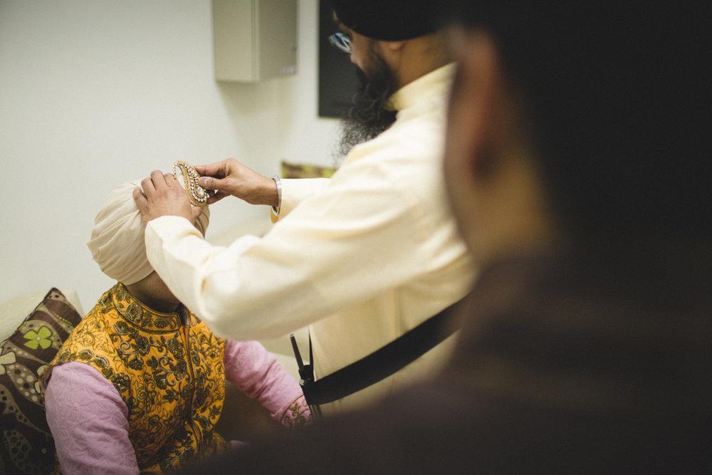 destination-wedding-photography-dubai-into-candid-gurudwara-rv-034.jpg