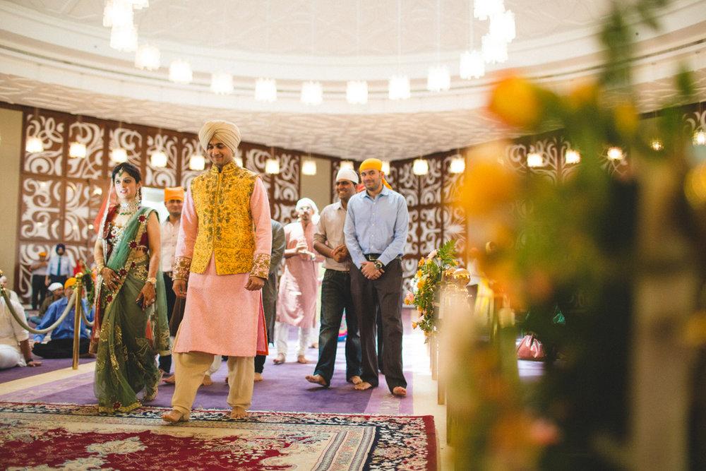destination-wedding-photography-dubai-into-candid-gurudwara-rv-036.jpg