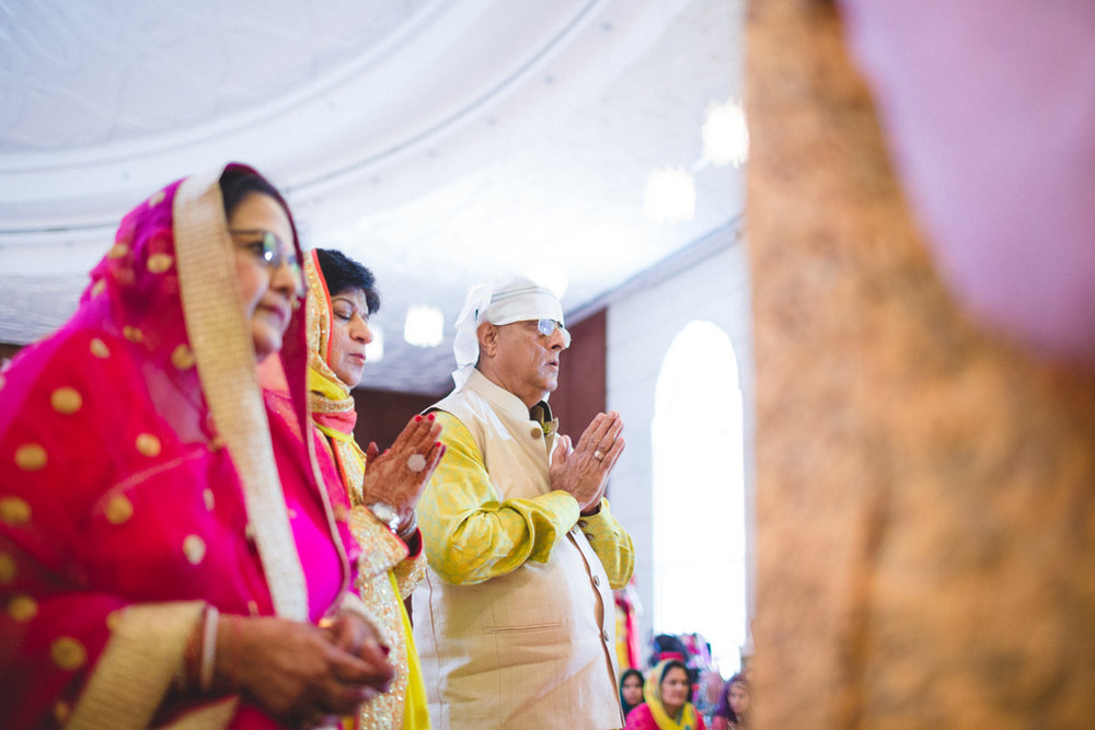 destination-wedding-photography-dubai-into-candid-gurudwara-rv-044.jpg