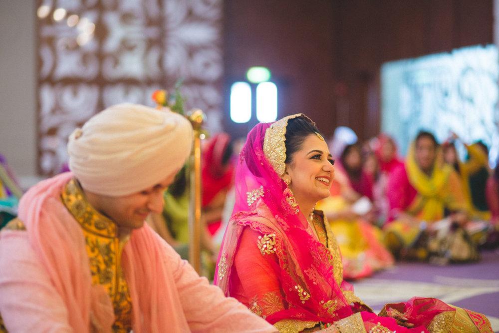 destination-wedding-photography-dubai-into-candid-gurudwara-rv-042.jpg