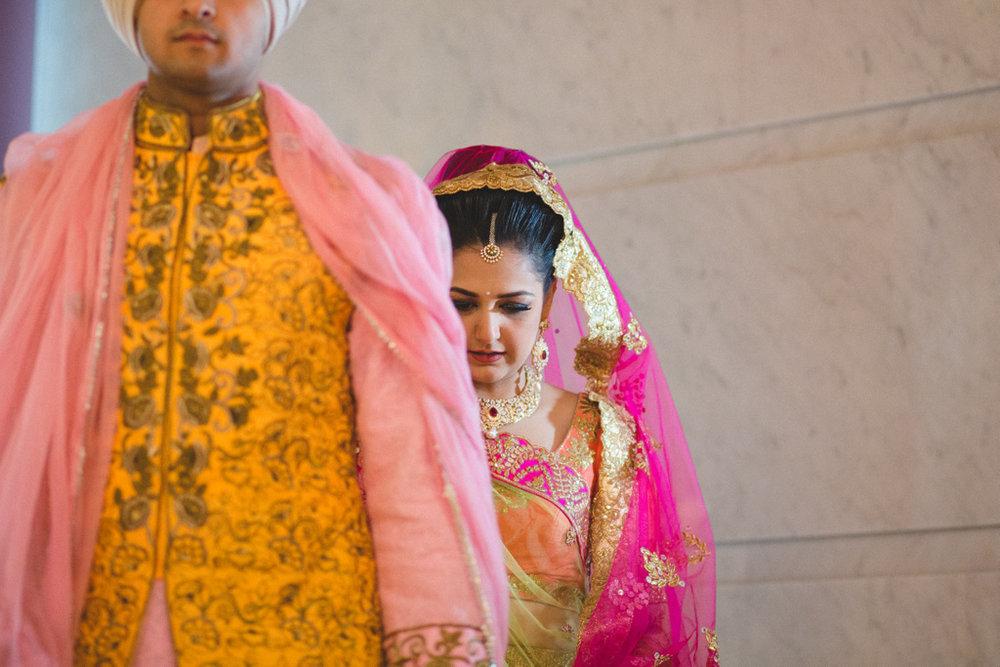 destination-wedding-photography-dubai-into-candid-gurudwara-rv-049.jpg
