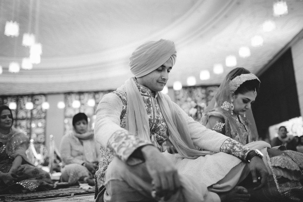 destination-wedding-photography-dubai-into-candid-gurudwara-rv-057.jpg
