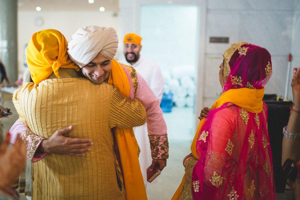 destination-wedding-photography-dubai-into-candid-gurudwara-rv-064.jpg