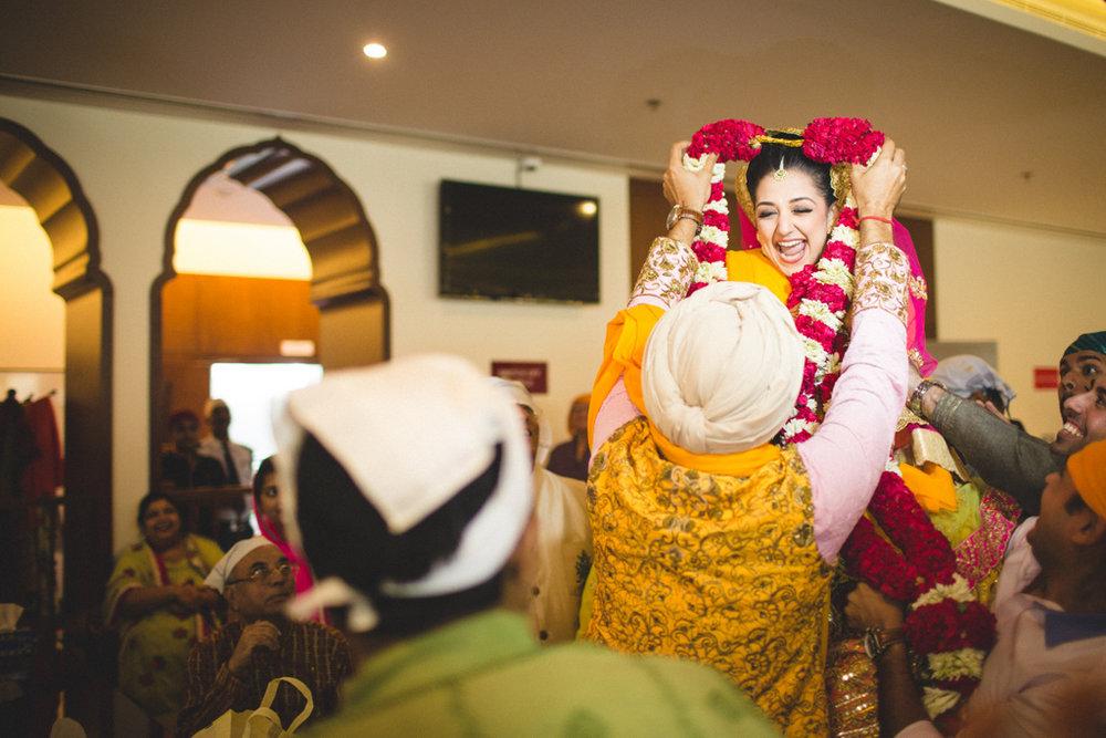 destination-wedding-photography-dubai-into-candid-gurudwara-rv-065.jpg