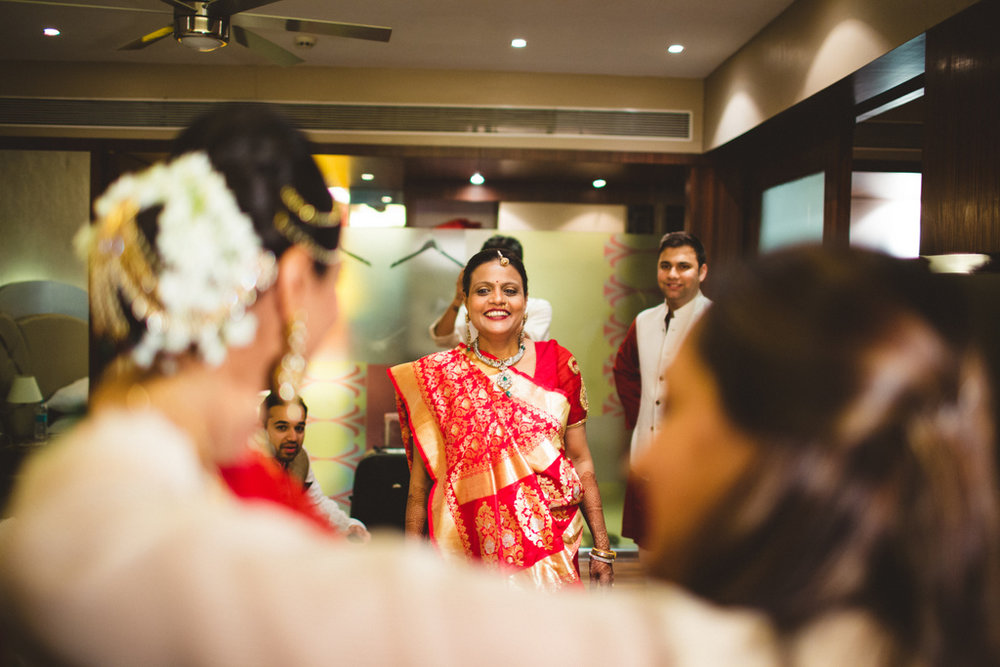 pune-corinthains-wedding-into-candid-photography-da-03-9.jpg