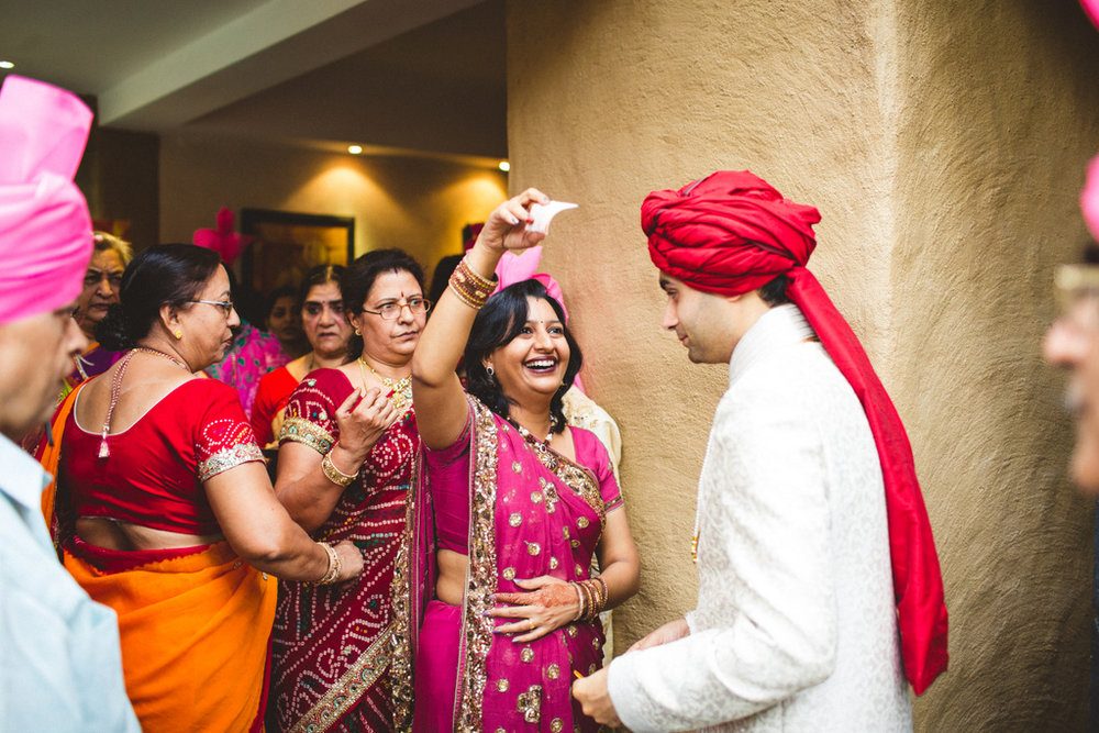 pune-corinthains-wedding-into-candid-photography-da-14.jpg