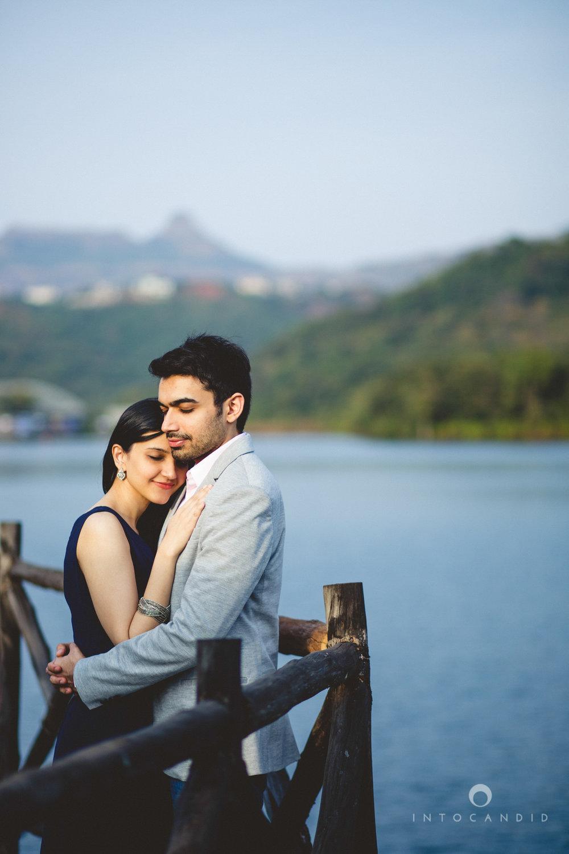 aambyvalley-lonavala-coupleshoot-prewedding-intocandid-ma-15.jpg