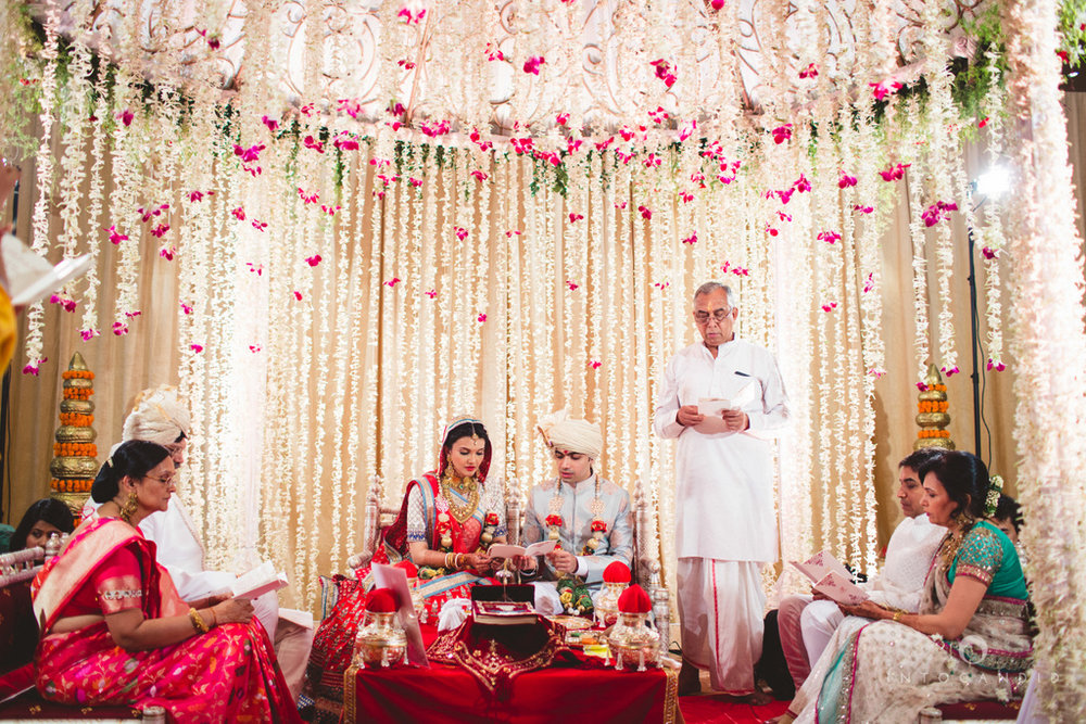 saharastar-mumbai-hindu-wedding-photography-intocandid-ma-33.jpg