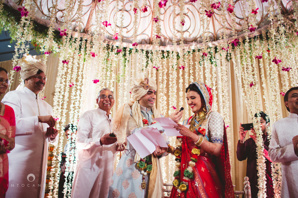 saharastar-mumbai-hindu-wedding-photography-intocandid-ma-45.jpg