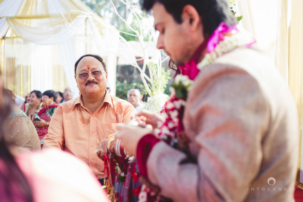 juhuhotel-mumbai-hindu-wedding-photography-intocandid-photography-nj-17.jpg