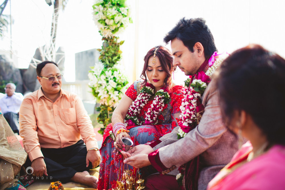 juhuhotel-mumbai-hindu-wedding-photography-intocandid-photography-nj-16.jpg