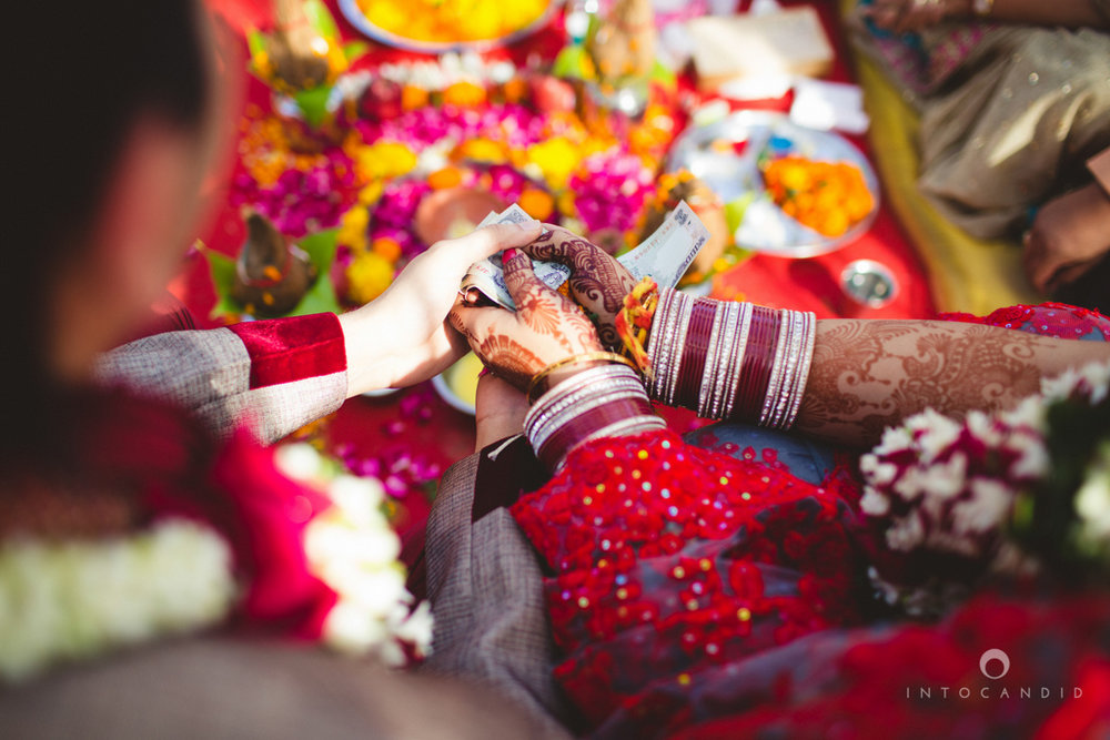 juhuhotel-mumbai-hindu-wedding-photography-intocandid-photography-nj-21.jpg