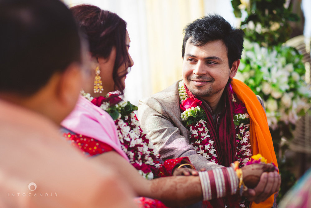 juhuhotel-mumbai-hindu-wedding-photography-intocandid-photography-nj-24.jpg
