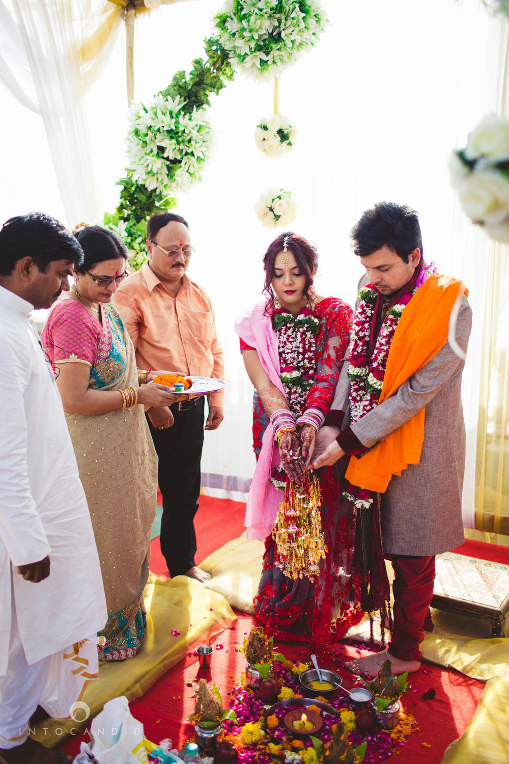 juhuhotel-mumbai-hindu-wedding-photography-intocandid-photography-nj-25.jpg