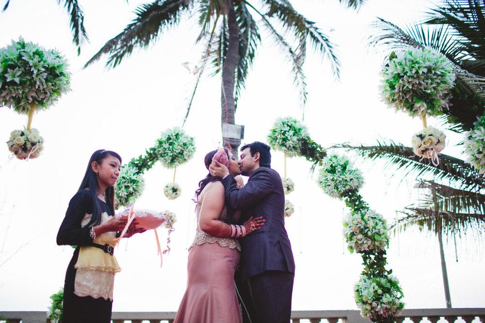 juhuhotel-mumbai-vowsexchange-photography-intocandid-photography-nj-52.jpg