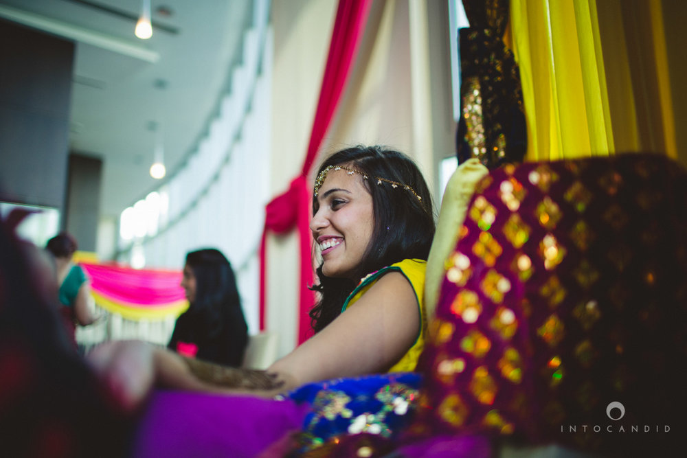 01-dubai-destination-wedding-into-candid-photography-mehendi-pr-10.jpg