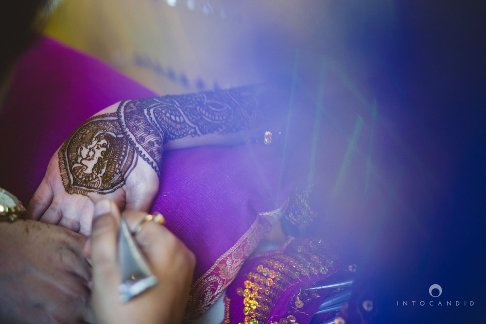 01-dubai-destination-wedding-into-candid-photography-mehendi-pr-13.jpg
