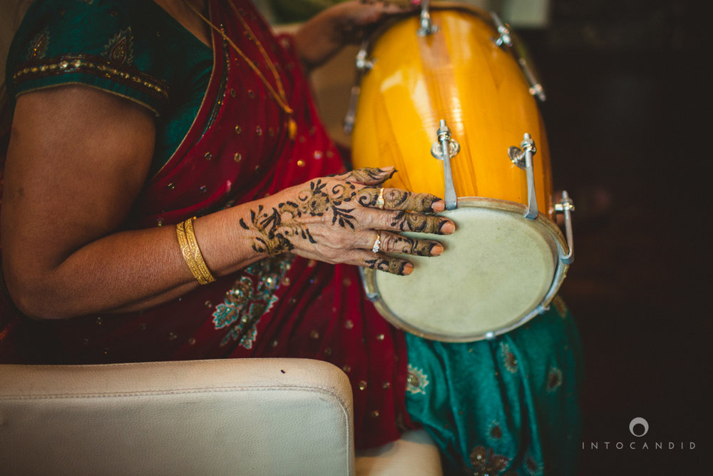 01-dubai-destination-wedding-into-candid-photography-mehendi-pr-17.jpg