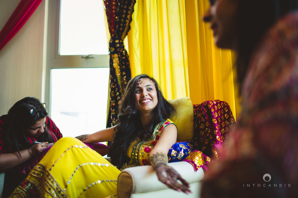 01-dubai-destination-wedding-into-candid-photography-mehendi-pr-20.jpg
