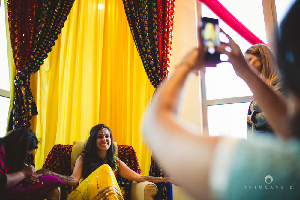 01-dubai-destination-wedding-into-candid-photography-mehendi-pr-27.jpg