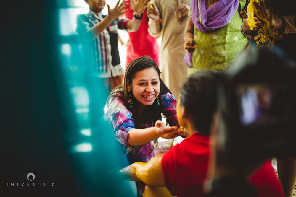 dubai-destination-wedding-into-candid-photography-haldi-pr-042.jpg