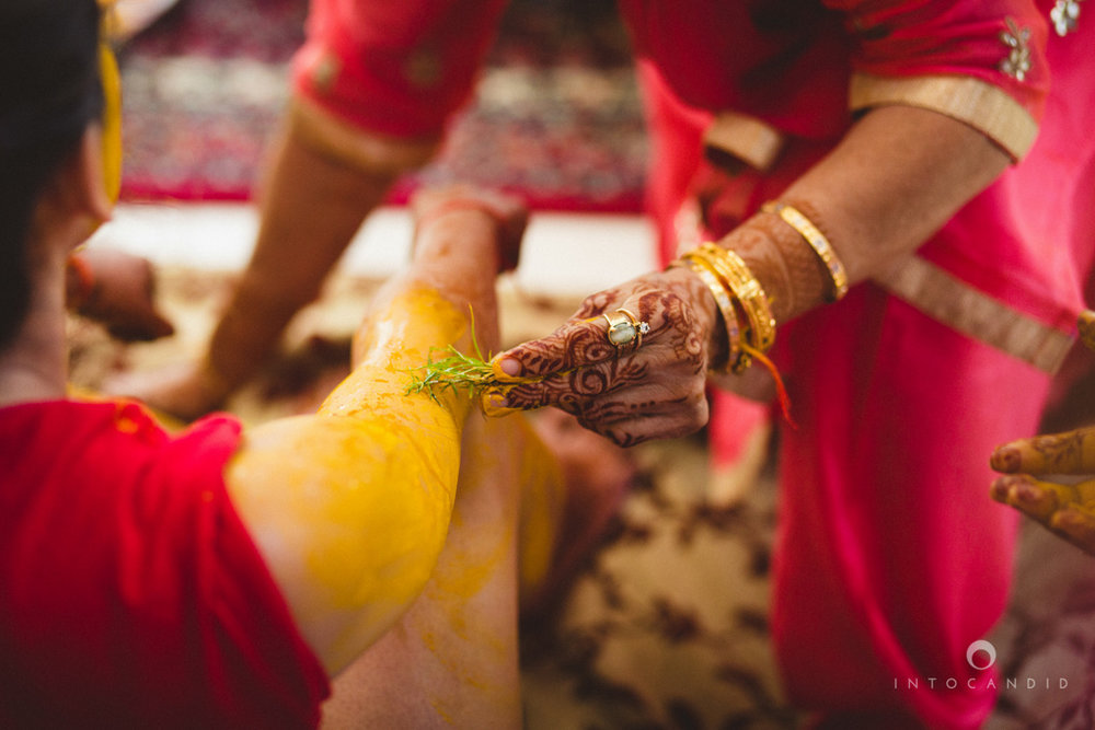 dubai-destination-wedding-into-candid-photography-haldi-pr-048.jpg