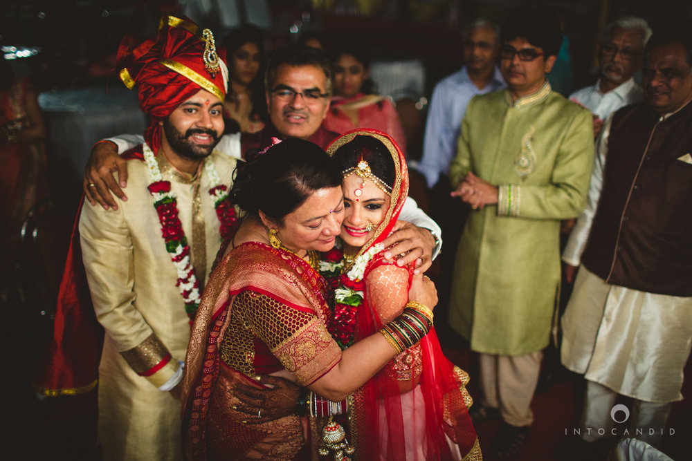 mumbai-pheras-intocandid-wedding-photography-ps-70.jpg