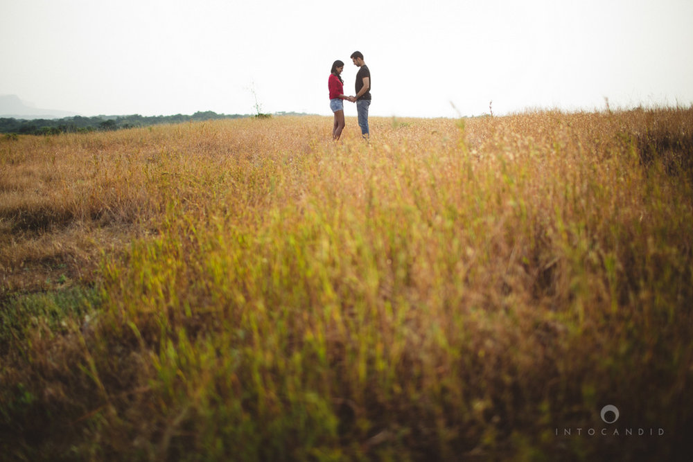 lonavala-prewedding-couple-session-candid-photogaphy-wedding-photography-destinationwedding-ag-04.jpg