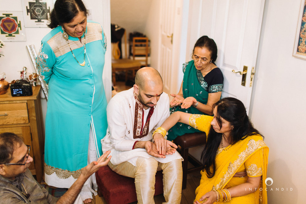 coventry-wedding-photography-wedding-destination-photographers-asian-wedding-hindu-intocandid-manasvi-ketan-photographer-34.jpg