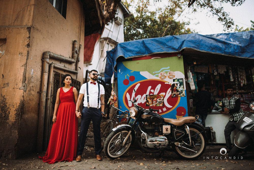 mumbai-street-prewedding-session-intocandid-wedding-photographer-ankitavikrant-02.jpg