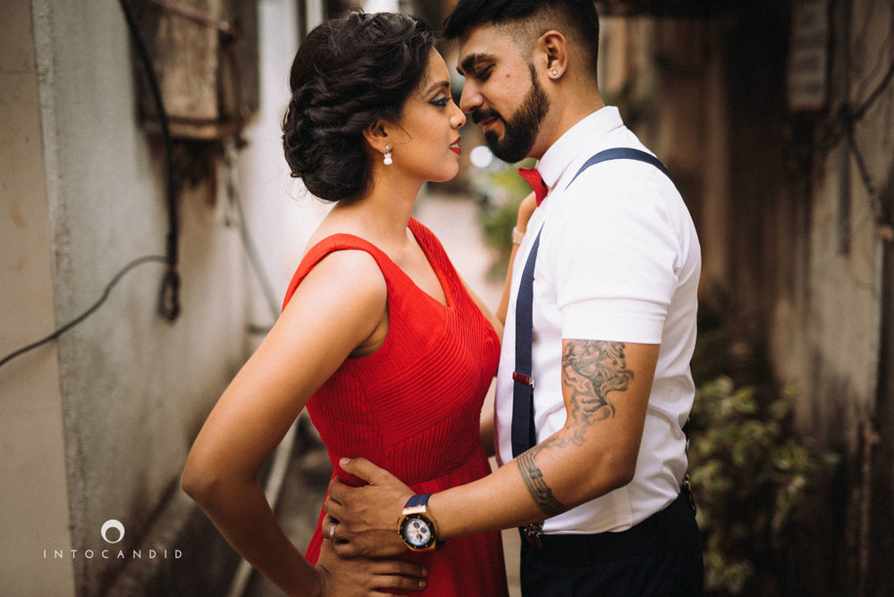 mumbai-street-prewedding-session-intocandid-wedding-photographer-ankitavikrant-04.jpg