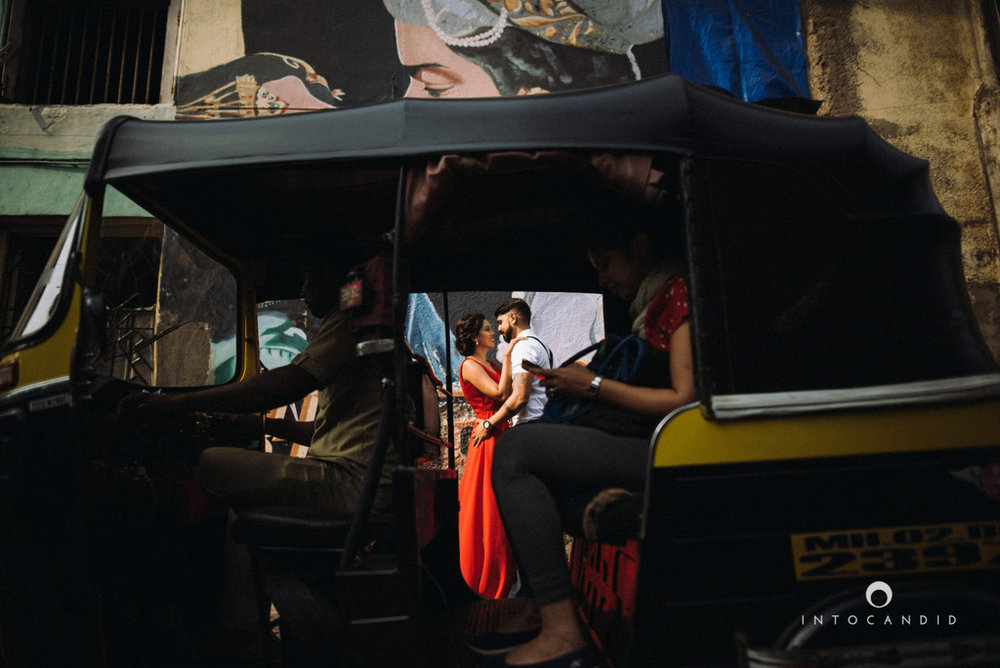 mumbai-street-prewedding-session-intocandid-wedding-photographer-ankitavikrant-08.jpg