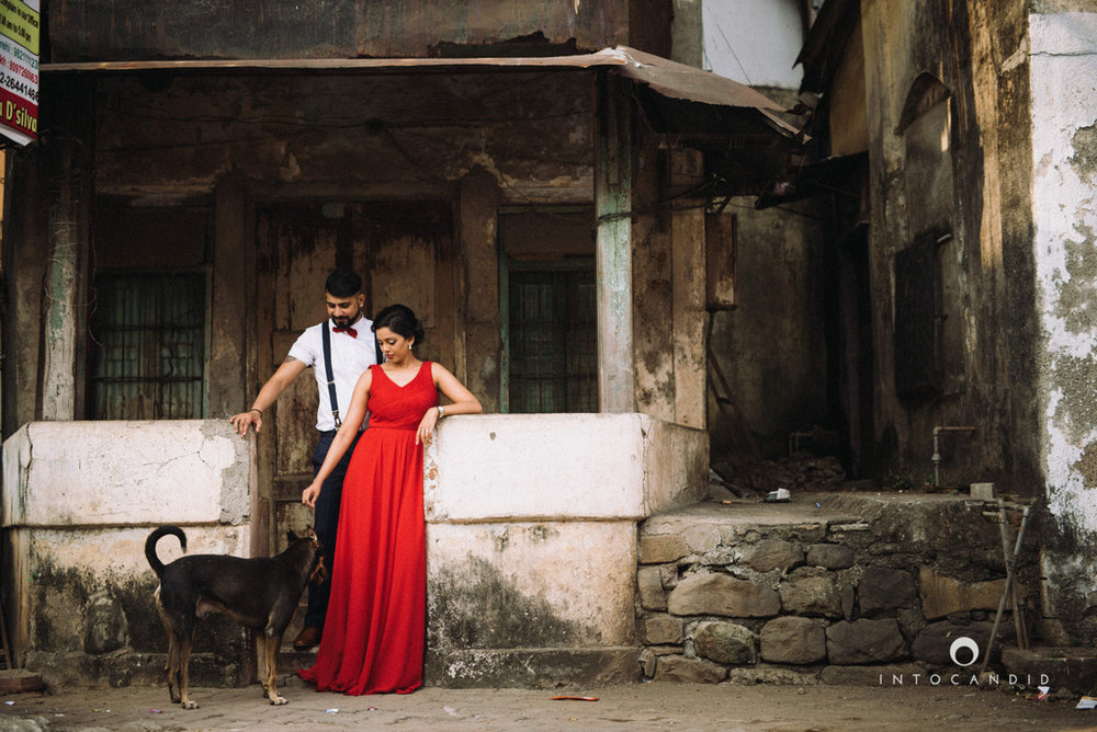 mumbai-street-prewedding-session-intocandid-wedding-photographer-ankitavikrant-12.jpg