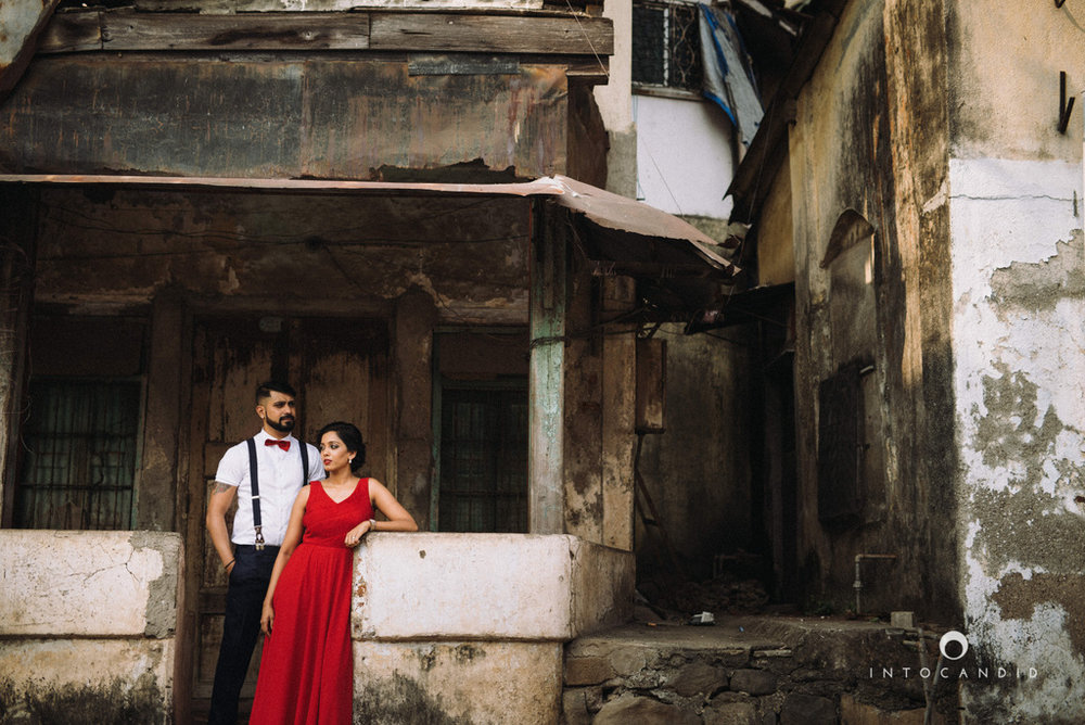 mumbai-street-prewedding-session-intocandid-wedding-photographer-ankitavikrant-14.jpg