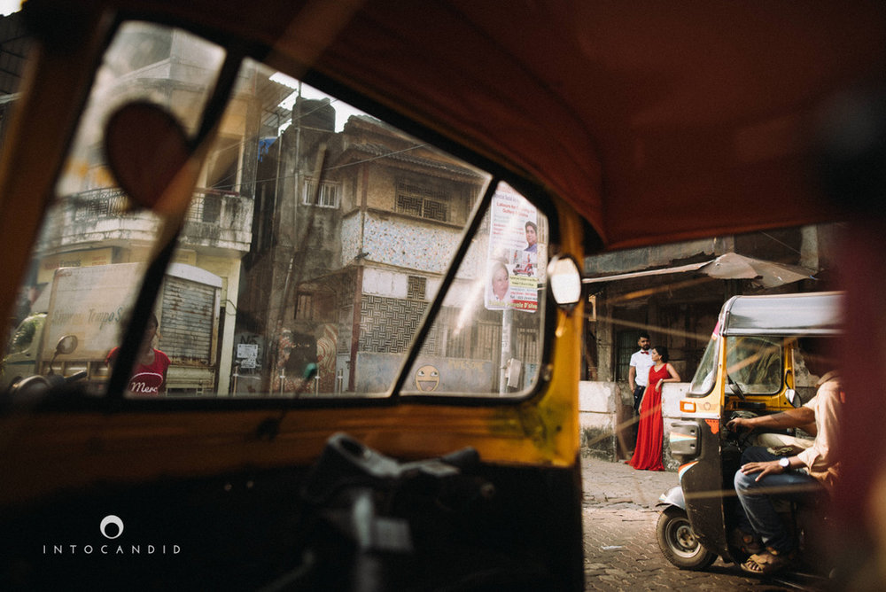 mumbai-street-prewedding-session-intocandid-wedding-photographer-ankitavikrant-15.jpg
