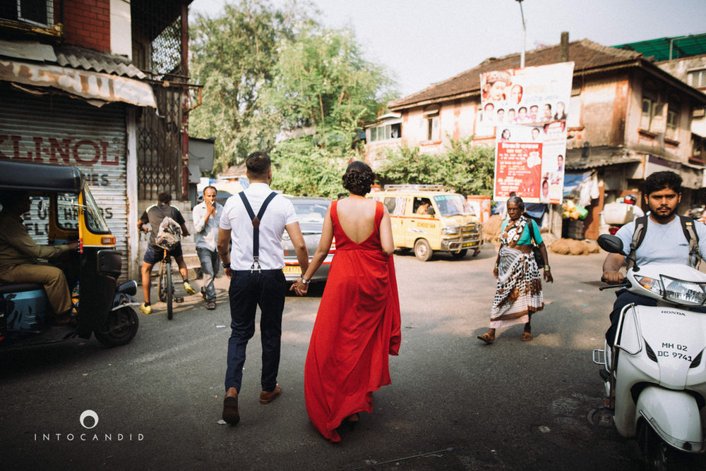 mumbai-street-prewedding-session-intocandid-wedding-photographer-ankitavikrant-16.jpg