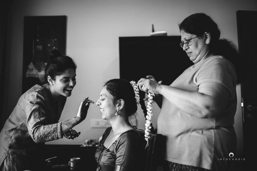 mumbai-wedding-photographers-intocandid-maharashtrian-wedding-photography-sa-03.jpg