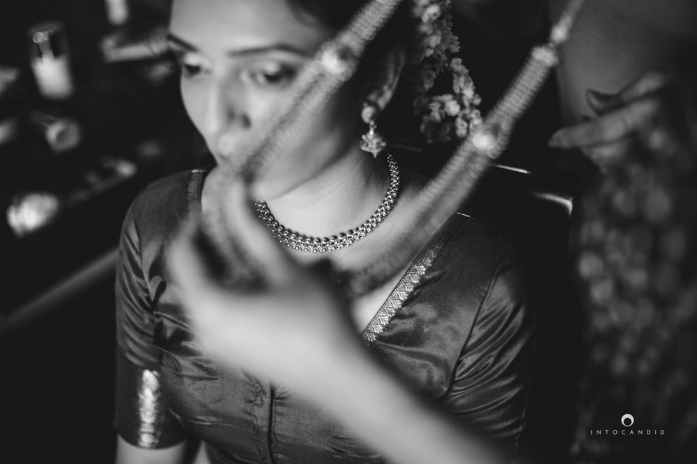 mumbai-wedding-photographers-intocandid-maharashtrian-wedding-photography-sa-04.jpg