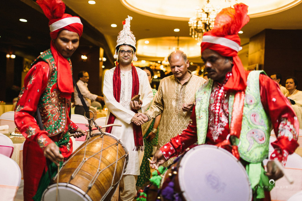 mumbai-wedding-photographers-intocandid-maharashtrian-wedding-photography-sa-14.jpg