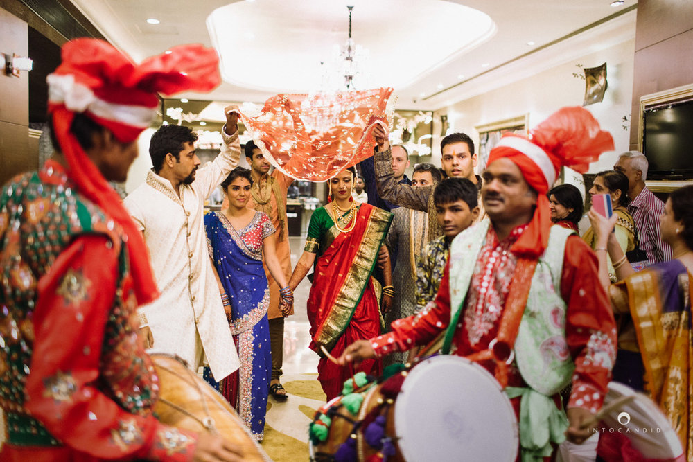 mumbai-wedding-photographers-intocandid-maharashtrian-wedding-photography-sa-17.jpg