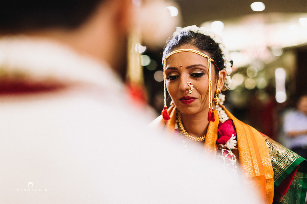 mumbai-wedding-photographers-intocandid-maharashtrian-wedding-photography-sa-22.jpg