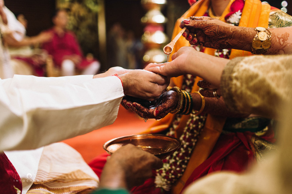 mumbai-wedding-photographers-intocandid-maharashtrian-wedding-photography-sa-24.jpg