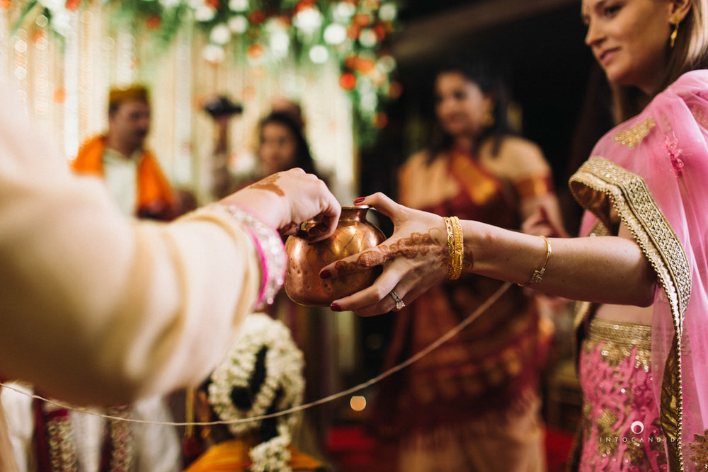 mumbai-wedding-photographers-intocandid-maharashtrian-wedding-photography-sa-26.jpg