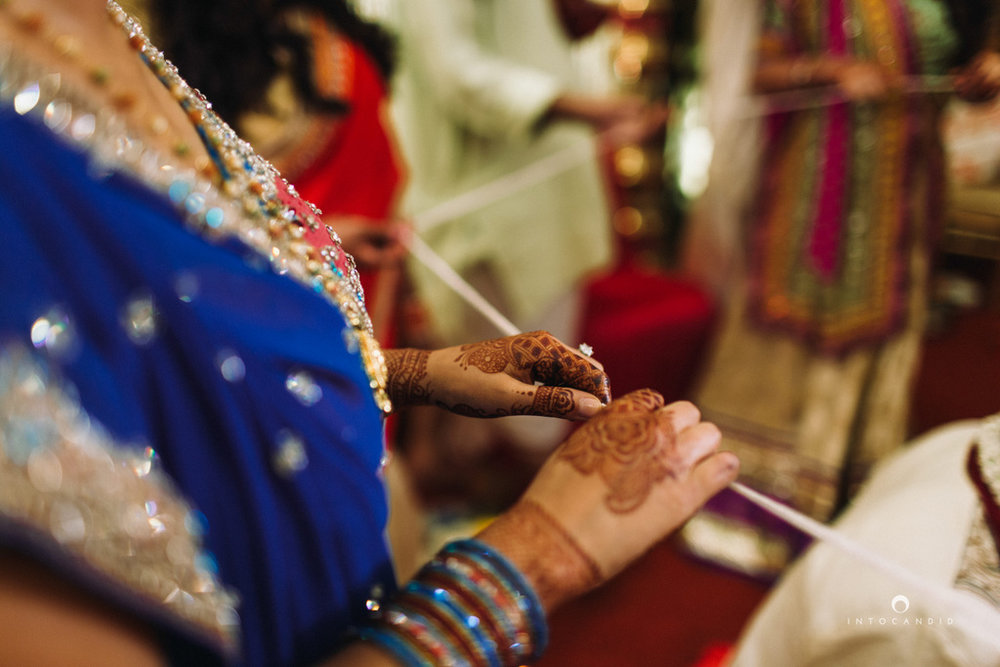 mumbai-wedding-photographers-intocandid-maharashtrian-wedding-photography-sa-27.jpg