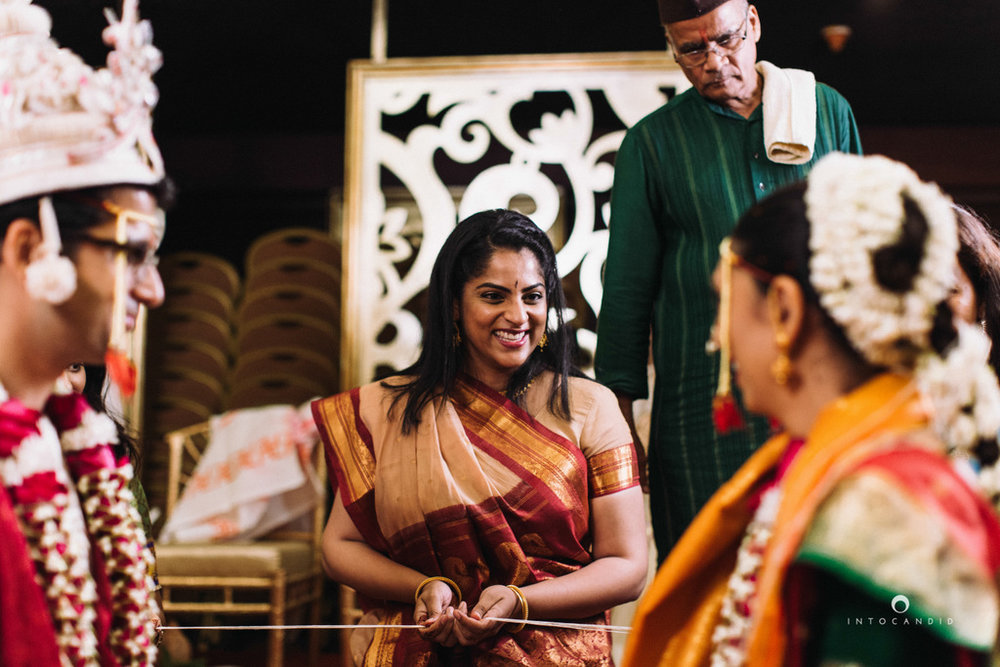 mumbai-wedding-photographers-intocandid-maharashtrian-wedding-photography-sa-28.jpg