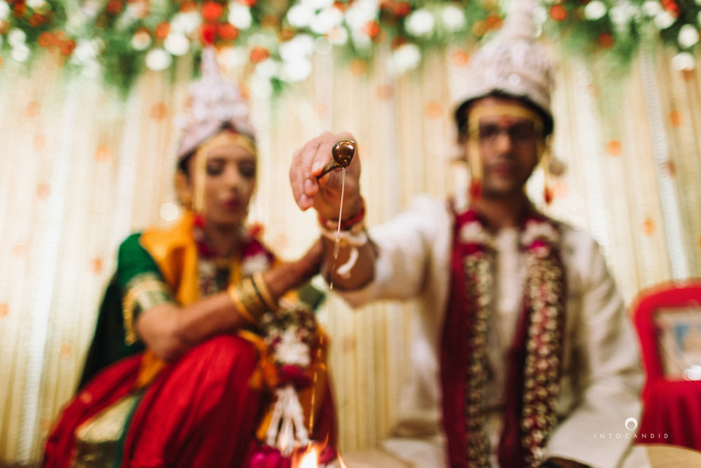 mumbai-wedding-photographers-intocandid-maharashtrian-wedding-photography-sa-29.jpg